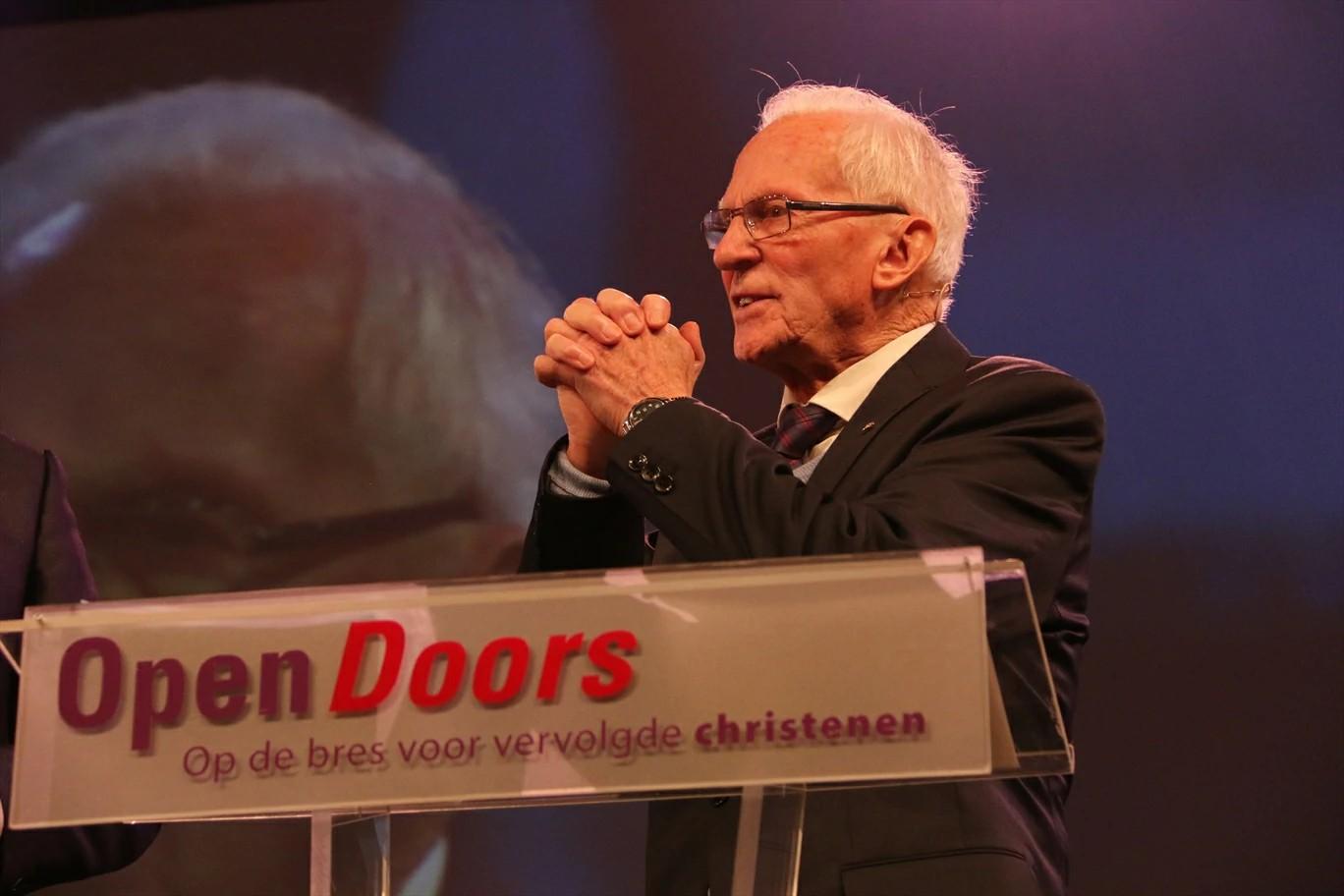 Há 64 anos, a Portas Abertas apoia e fortalece a Igreja Perseguida ao redor do mundo. Obrigado por fazer parte desta história conosco!