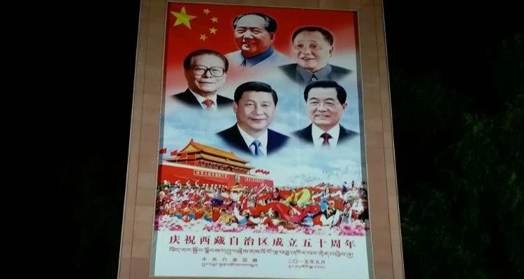 Propaganda promove a liderança do governo na China, país que precisa das nossas orações por mais liberdade religiosa