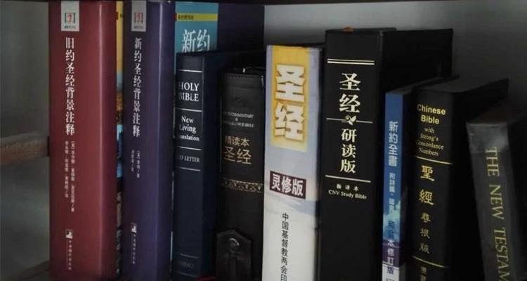 Palavras relacionadas a valores ocidentais ou ao cristianismo são retiradas de histórias de autores estrangeiros