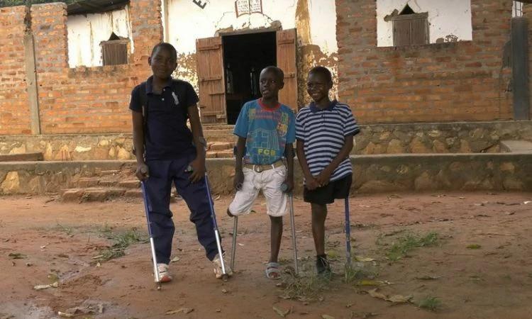 Jeovanni, Dieu e Steven mantém a fé em Cristo na República Centro-Africana