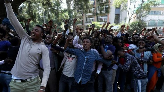 Protestos na Etiópia deixam um saldo de quase 70 mortes e muitos feridos (foto: Reuters)