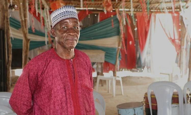 O pastor Marcus Abana agora tem 400 pessoas em sua igreja na Nigéria