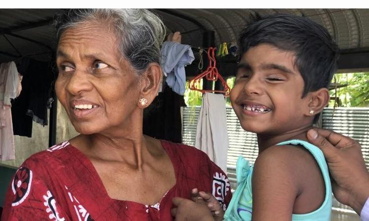 A pequena cristã Debbie é cuidada pela avó, tios e irmão no Sri Lanka