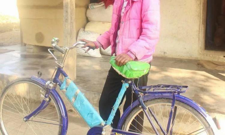 Sanna agora pode participar das atividades da igreja no vilarejo vizinho