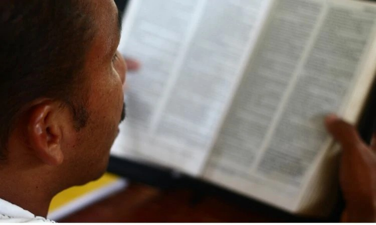 O pastor Enrique já foi ameaçado de morte pelo trabalho feito com os colombianos