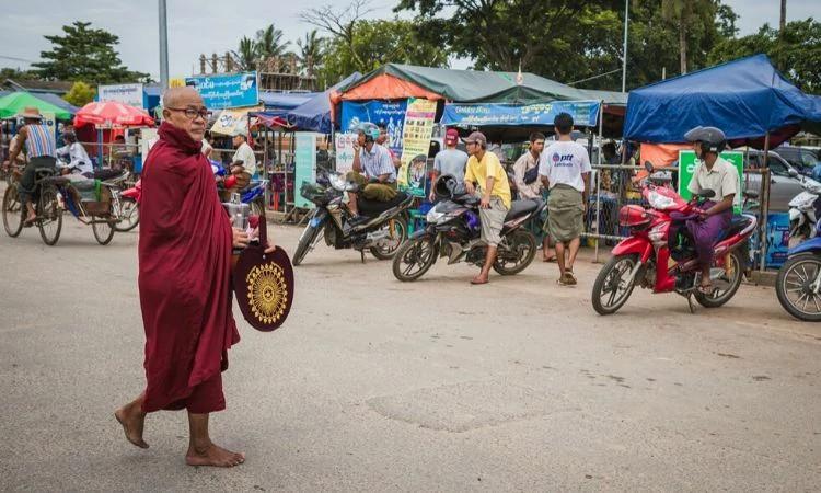 Os cristãos do país enfrentam perseguição de extremistas budistas e de muçulmanos