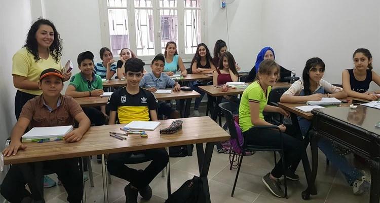 No Centro de Esperança de Latakia atividades são oferecidas para crianças, adolescentes, jovens e adultos