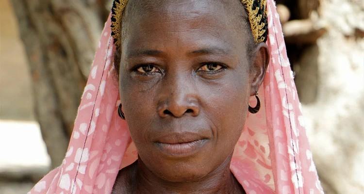 Doris conseguiu fugir durante um ataque do Boko Haram a sua vila, porém, seu marido foi morto enquanto tentava escapar de membros do grupo