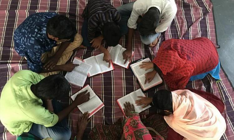 Cristãos indianos enfrentam pressão crescente conforme nacionalismo hindu avança no país