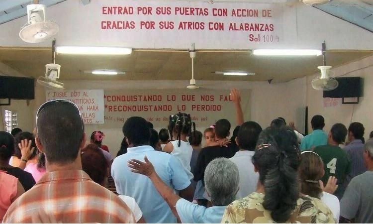 Interceda pelos cristãos em Cuba que são perseguidos pelo regime comunista