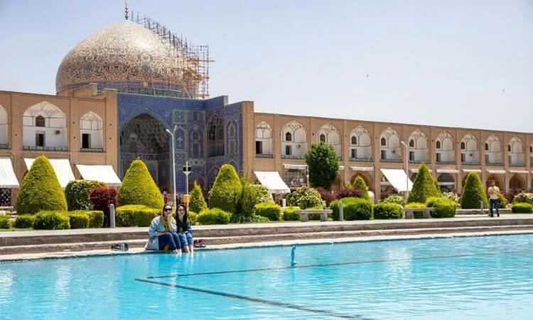 Com a mudança para a república, as leis islâmicas começaram a servir como base para toda a legislação do país